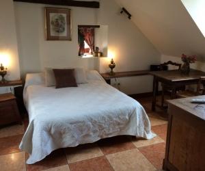 Boiserie – Chambre à l'étage avec salle de bain