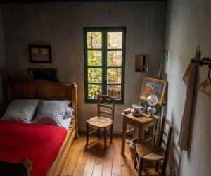 L'Aubergine Rouge – Chambre Van Gogh