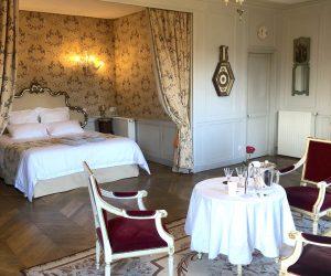 castel-saint-leonard-falaise-chambre-de-la-rotonde-champagne-rose