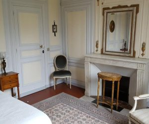 chateau-rouillon-allest-chambre-hotes-marie-antoinette-cheminee2