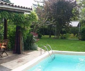 Adorable petite maison avec piscine 2/4 Pers.